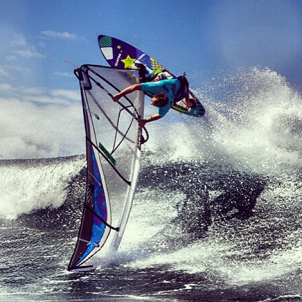 Graham Ezzy / Goiter at the point / #alohaclassic #windsurf #alohaclassic #awt @pwaworldtour @americanwindsurfingtour @grahamezzy #thespartan #bluesmiths @berthuotvisuals