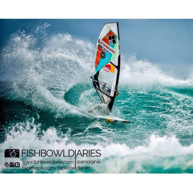 Amazingly stylish cut by @levi_siver during PWA Aloha Wave Classic 2014!!! #quatro_international #mfchawaii #goyawindsurfing #211components #redbull #dakine #pwaworldtour #pwa #alohaclassic #gopro #awt #wind #surfing #waves #maui #sun #fun #yolo #picoftheday #instadaily #style #drawinglines