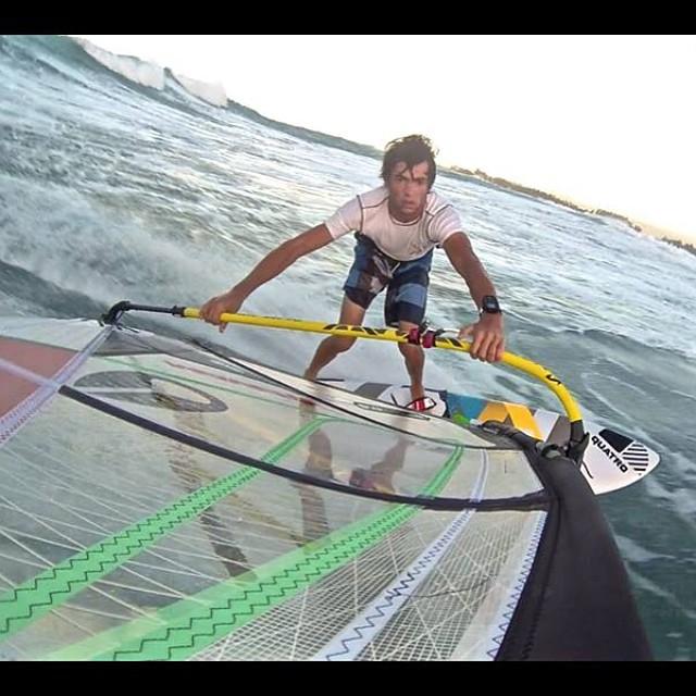 Bottom turn ! #wave #bottom #nixon #fedeinfantino #italy #ita999 #bordighera #maui #hawaii #hookipa #kanaha #paia #alohaclassic #aloha #gopro #hero4 #mfchawaii #goyawindsurfing #flymount #guru #wild #windsurf #surf