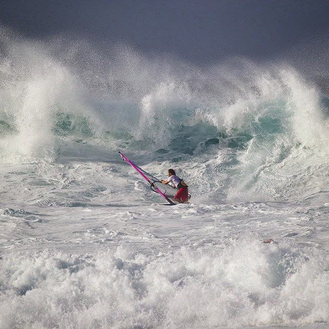 Think of how much force is needed to whip the ocean to white foam. Snowblindness at sea... Pic by John Carter/PWA #pwaworldtour #maui #hookipa #Windsurf
