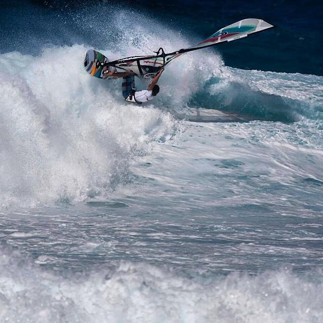 Ho'okipa on fire ! #hookipa #hawaii #maui #wave #goyawindsurfing #quatrointernational #nixon #picoftheday #mfchawaii #xxl #windsurf #bigwave #onfire #ocean #aloha #alohaclassic #awt #pumping #swell #surf #ita999 #fedeinfantino #hero4 #bordighera