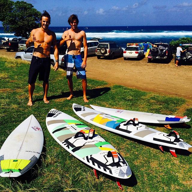 Double session surf & windsurf @kazuma_surfboard_europe & Quatro boards !!! #maui #hawaii #hookipa #alohaclassic #aloha #windsurf #kazuma #quatrointernational #goyawindsurfing #gopro #hero4 #fedeinfantino #ita999 #mfchawaii #beach #surf #session #nixon #barrel