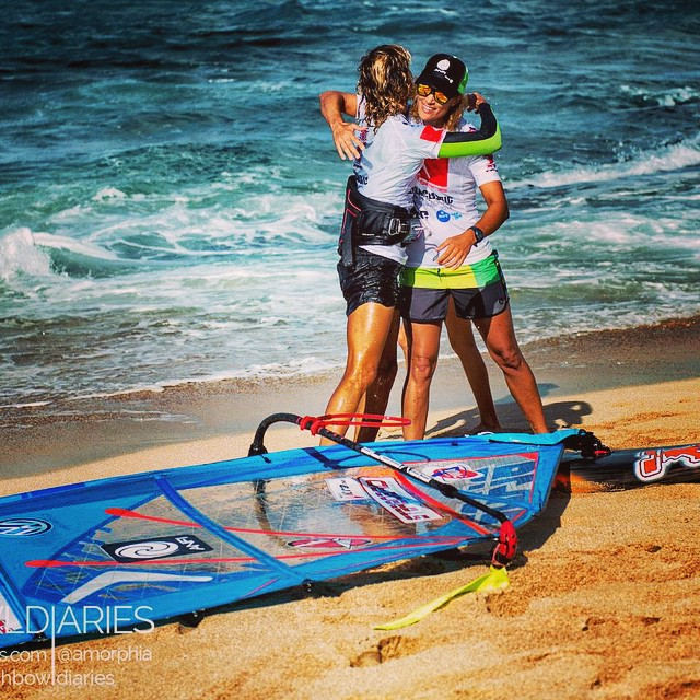 Special photo. #Daida congratulates #Iballa after winning the #alohaclassic #2014 ! @morenotwins .Iballa is crowned PWA World Champion and Daida PWA Vice World Champion! @pwaworldtour #windsurf #waves #happy #moments #sports #sportsmanship #hawaii #Hookipa .Thanks a lot to @amorphia And #FishBowlDiaries for the photo! Thanks to our sponsors @anfigroup @starboardwindsurfing @severnesails @vwcanarias #mauiultrafins #flyingobjectsaustralia for being part of us in our career!
