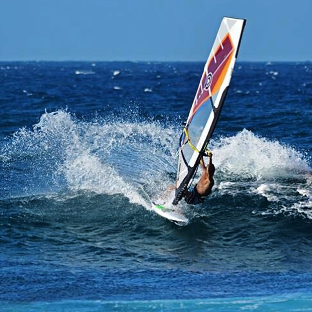 Spray time ! #windsurf #fedeinfantino #ita999 #maui #hawaii #hookipa #spray #nixon #goyawindsurfing #quatrointernational #mfchawaii #bordighera #surf #swell #aloha #alohaclassic #ocean #challenge #maverx