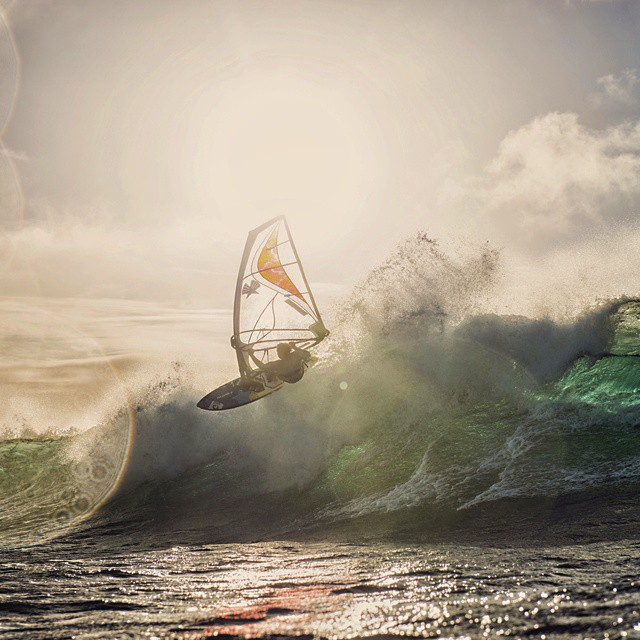 I love lonely evening sessions at #Hookipa. Thanks Paul @ Fish Bowl Diaries for the beautiful pic.