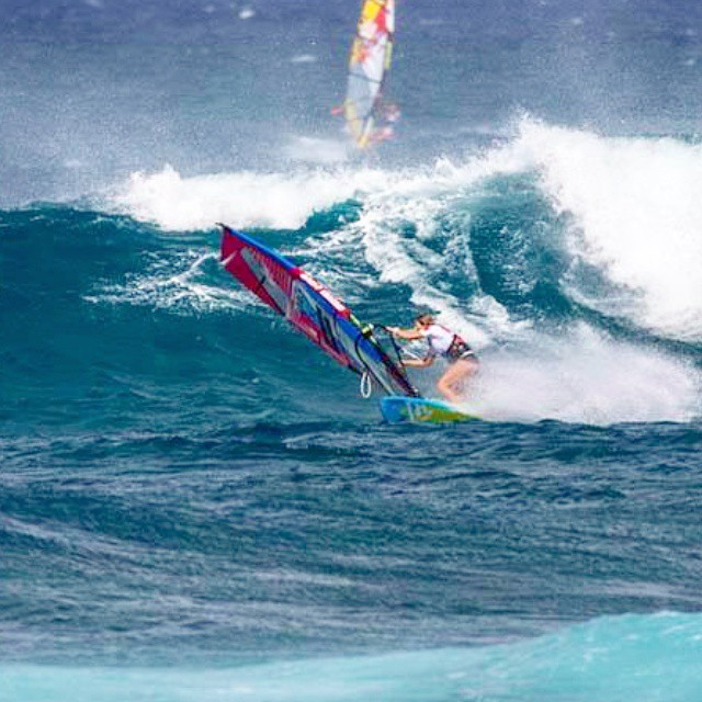 During the #alohaclassic #pwa 2014 ! What a perfect days we had during this event and the #americanwindsurfingtour ! Wish i had more days like that on my schedule :) Pic by jimmie hepp. #waveriding makes me #happy #fanatic #addictedtoride #livebythewalk #Satorisan #K4fins #reptilemasts #al360 #IONspain #ionactionsports #waves #surf #windsurf #pwagirls #surfgirls #elasradicais #windgirls
